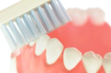 Pflege dritte Zähne